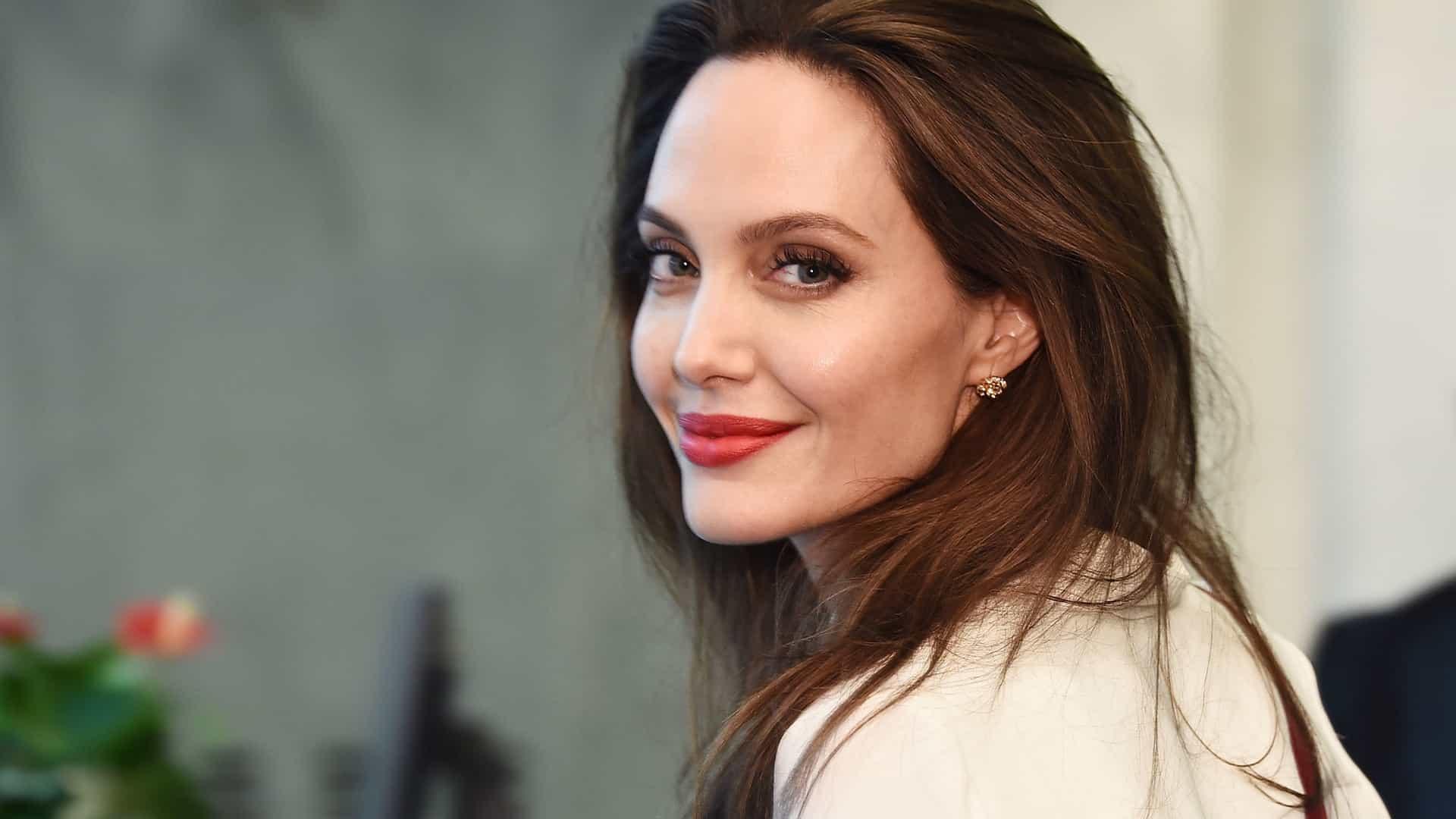 A vida, história e performance de Angeline Jolie